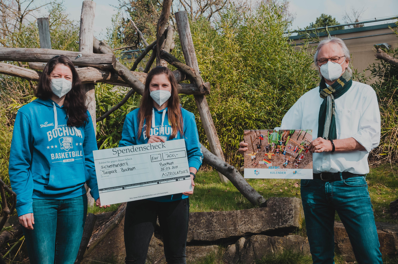 AstroLadies übergeben Spende an Tierpark